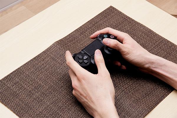 PS4を遊ぶ人